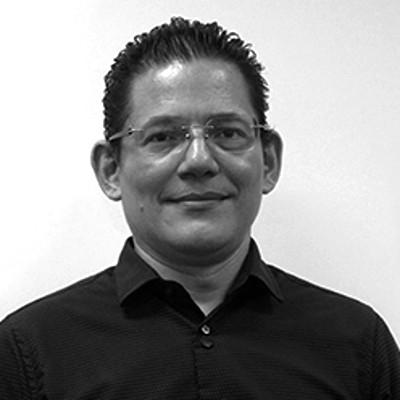 Dr. René Mora Casal